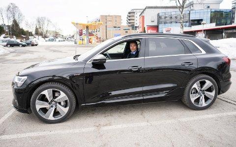 Ny elbil: Cato Fegri er svært godt fornøyd med den nye Audi e-tron.