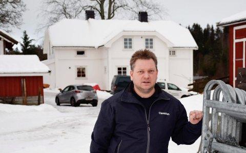 TIMER: John Håvard Velo har brukt utallige timer på saken.