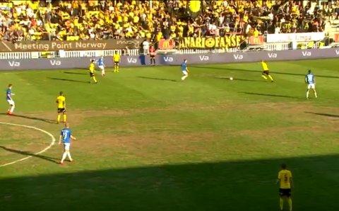 Grønt, brunt og grått: Slik så Åråsen-matta ut under kampen mot Molde.  FOTO: EUROSPORT