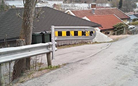 MÅ FIKSES: Beboere i Fransåsen i Sætre har bedt kommunen om å finne en løsning på denne bommen i Sætre.