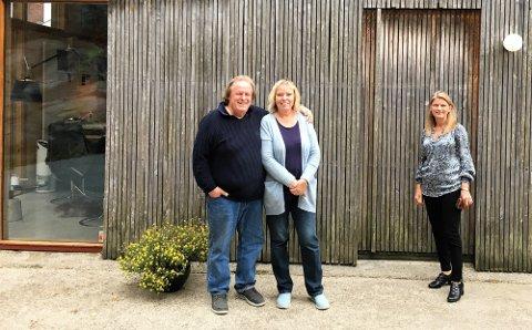 POPULÆRT: kirsten og Rune Drægni er vant med oppmerksomheten rundt Villa Holme. I fjor kom ordfører Lene Conradi på besøk for å ta en nærmere titt på det kjente huset.