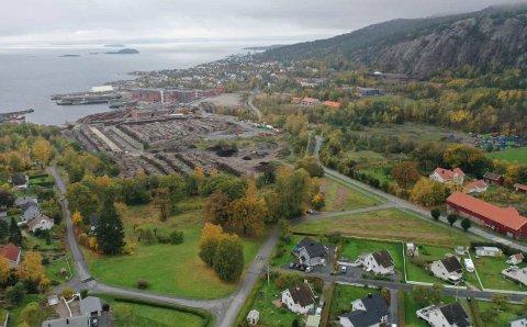 UNDERSØKELSER: Viken fylkeskommune har gjort undersøkelser på den 40 mål store tomten på Tofte, hvor det er planlagt ny brannstasjon.