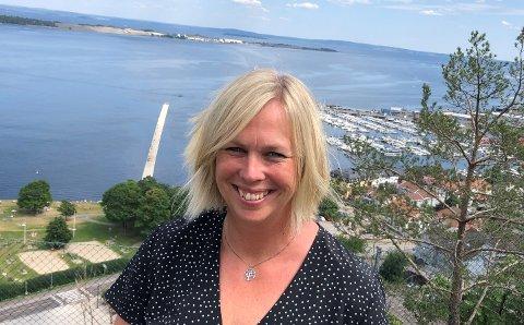 FORNØYD: Ordfører Elin Gran Weggesrud har vært tydelig på at ansatte i barnehager og skoler bør rykke fram i vaksinekøen. Nå skjer det.
