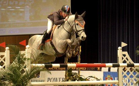 Stein Endresen, her med hesten Cintia, har igjen vunnet fram mot Skall Øst i retten.