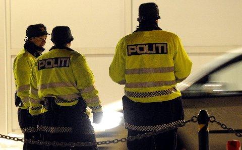 Politiet hentet 38-åringen da Bohus la i land i Sandefjord. Besetningen hadde lenket mannen fast med håndjern, i en bøyle på bildekket.