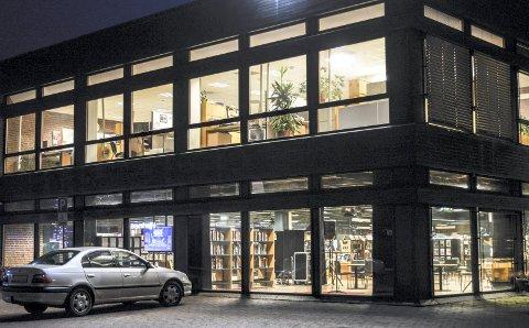 OMBYGGING: Renovering av det nåværende biblioteket vil koste 30-40 millioner kroner dersom det skal gi plass til rundt 150 arbeidsplasser fra andre steder i kommunen.