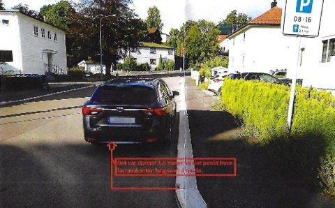 BOT: Det holder ikke å parkere innenfor skiltet. Du må fem meter fra der fortauskanten slutter å bue også.