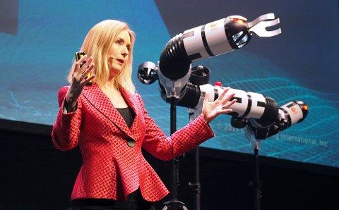 SLANGEROBOT: — Vi tar det beste fra naturen og kombinerer med det beste fra teknologien, sier Kristin Ytterstad Pettersen.