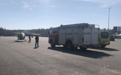 Helikopter, ambulanse og brannvesen rykket ut til Rudskogen.