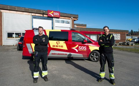 Som følge av koronaviruset har Hans Fredrik Gulland (t.v) og Andreas Utberg få oppdrag i jobben som bilbergere. Nå ønsker de å bruke tiden til å hjelpe andre.