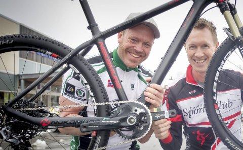 NYTT TEAM: Tom Haugbro (t.v.) og Øystein Fundingsrud drar sammen med Smaalenene Sykkelklubb i gang et nytt satsingslag på sykkel for seniorer og veteraner.