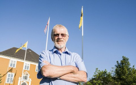 Kritisk: Arvid Kolstad (75) er lite fornøyd med flaggrutinene til Eidsberg kommune. Her er han avbildet for to år siden, da kommunen glemte å flagge under kronprinsens bursdag, 20. juli.