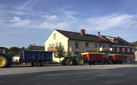 Førstemann: Kø for å levere korn til Mysen Kornsilo og Mølle – Norgesfor AS. Bildet er tatt i uke 35.