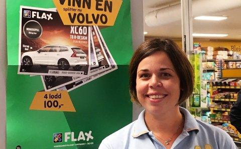 Hege Tangen Syversen var strålende fornøyd etter å ha skrapt frem en ny bil på Flax-lodd.