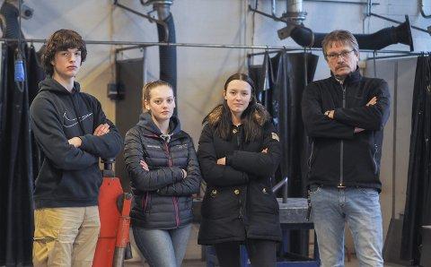 TRENGER ENDRINGER NÅ: Simen Stokstad (18) fra Hobøl, Marie Martinsen (17) fra Eidsberg, Tea Grønlund (16) fra Spydeberg og Daniel Lien (58) fra Rakkestad mener TIP trenger et nytt bygg.