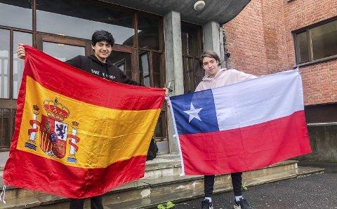 Fornøyde med året: Pablo Colo (16) og Rodrigo Perez (17) angrer ikke på å ha kommet til Norge, men gleder seg også til å komme hjem til familien.