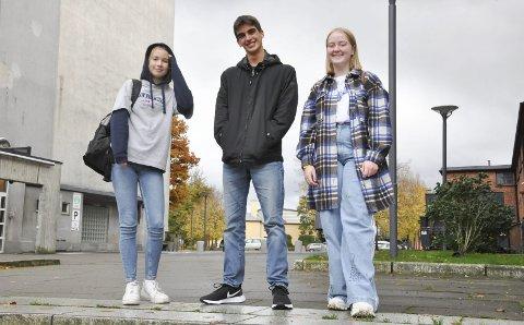 I Norge tross korona: Emma Reruke (15) og Matteo Pacenti (17) er glede for at de valgte å reise til Norge i år. Jannicke Myre, Matteos vertssøster, er glad for at hun fikk muligheten til å bli kjent med de to før hun selv etter planen skal reise på utveksling til neste år.