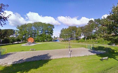 Husker du sandhåndballbanen som lå der den nye kirken er nå? Den er det flere ungdom som savner.