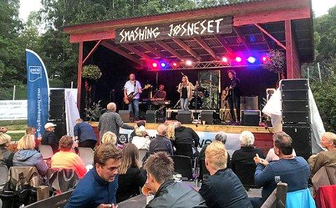 I FJOR: Hanne Sørvaag var første artist ut på den nye scenen i fjor. Til helga er det yngre og meir lokale artistar sin tur.