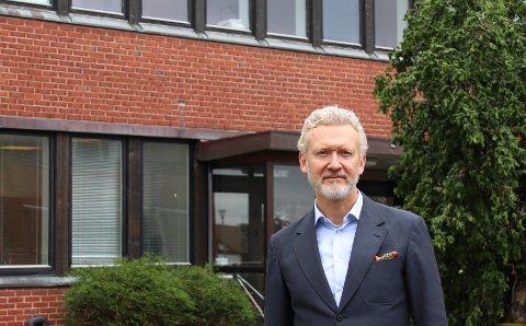 OMSTILLING: Strand-rådmann Ketil Reed Aasgaard satser på at et pågående omstillingsarbeid skal redde i land neste års kommunebudsjett, som i øyeblikket ligger an til et uvanlig stort underskudd.