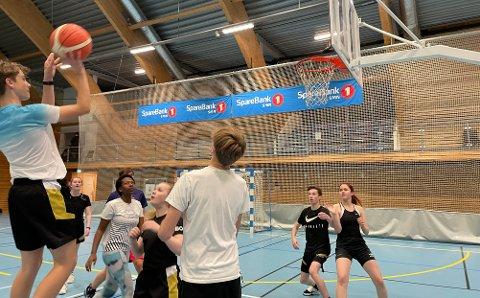 To-poenger: Det ble samlet mange to-poengere da vi besøkte Steinkjerhallen forrige torsdag.