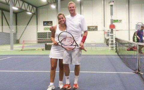 MIXVINNERE: I mix-double var det Martine Storli Hellum og Daniel Tomter som stakk av med klubbmestertittelen. Foto STK
