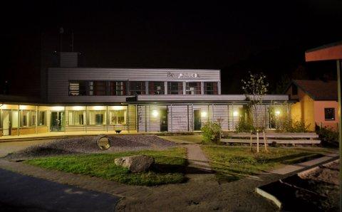Rundt 70 ungdommer skal ha samlet seg på gamle Berger skole etter at festen deres ble avbrutt av en nabo.