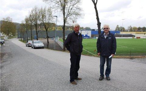 BEKYMRET: Arne Ellefsen og Helge M. Pedersen er bekymret for planen som har vært oppe når det gjelder Frednes i Porsgrunn. De venter på en ny.