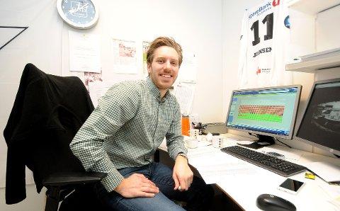SELGER SETER: Billettsjef i Odd, Kristian Hauge, har i oppgave å fylle opp tribunene til seriepremieren mot Rosenborg 12. mars. Per dags dato tror han at 10 000 tilskuere er meste realistisk. foto: ole martin møllerstad