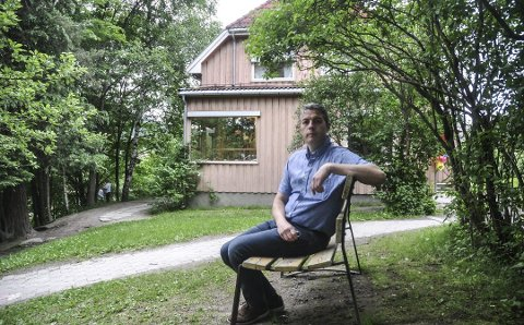 Stenger: Oppvekstsjef Jan Erik Søhol i Notodden kommune stenger denne avdelingen av kommunale Solhaug barnehage umiddelbart. Bygget er for dårlig til å drive barnehage i, og det blir nå gjennomført tiltak for å kunne drifte videre et par år inntil ny permanent barnehage er etablert.