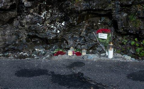 Tre kvinner og to menn omkom søndag etter at den amerikanske veteranbilen kjørte inn i en fjellvegg på Rjukan nær Gaustadtoppen.  Foto: Carina Johansen / NTB Scanpix