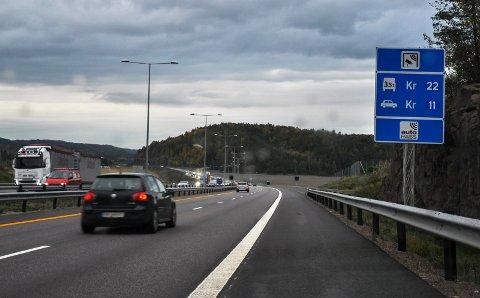 Bommen som står på E18 mellom Tønsberg og Sandefjord kan bli billigere dersom forslaget til statsbudsjettet blir vedtatt.