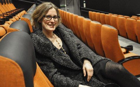 FORNØYD: Kinosjef Hilde Hem synes det er hyggelig at Notodden kinos tilbud til skolelevene fortsatt legge merke til i bransjen. Sist uke mottok hun «Årets skolekino»-prisen for tredje gang.