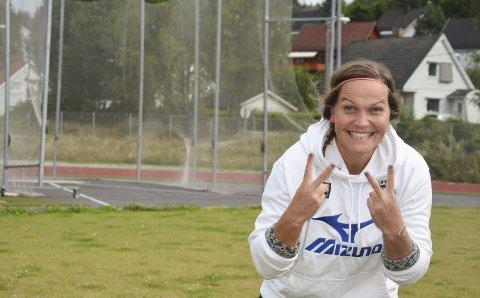Jublende glad: Grete Etholm kunne juble hele veien hjem til Notodden. Hun fikk nemlig gullmedalje fra NM for sekstende gang. Nå skal hun pakke flyttelasset klart for et år som lærer i Tønsberg.