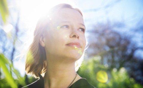 Fikk soloprisen: Anne Hytta ble lørdag tildelt Folkelarmprisen for årets beste soloplate. – Det er veldig hyggelig at andre folkemusikere setter pris på arbeidet mitt. Det gjør prisen ekstra spesiell for meg, sier hun. foto: Ingvil Skeie Ljones