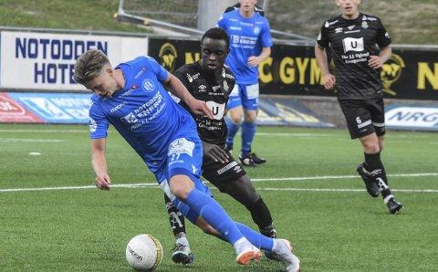 Seks gule: Erlend Hustad har pådratt seg seks gule kort denne sesongen og må dermed stå over oppgjøret mot Florø søndag.