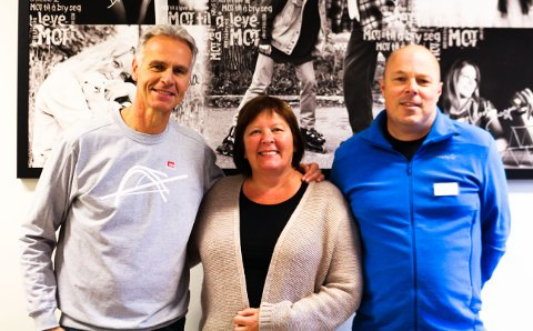Rune Bratseth(fra venstre),rektor Gunn Otnes ved Frei ungdomsskole og rektor Willy Tangen ved Nordlandet ungdomsskole.