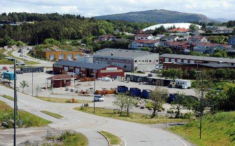Kommunene som var med Nordmøre interkommunale renovasjonsselskap har gått over til ReMidt. Bildet viser gjennvinnsanlegget på Hagelin i Kristiansund.