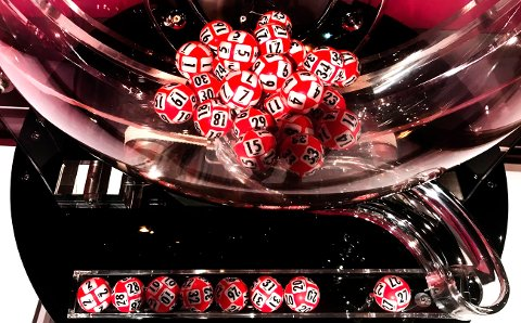 TO VINNERE: Møre og Romsdal fikk seks nye Lotto-millionærer lørdag, to av dem er fra Nordmøre.