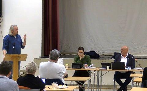 Einar Vaagland (til venstre) avviste at han bedriver ondsinnet trakassering, slik han ble beskyldt for i kommunestyret i Heim torsdag. Bakgrunnen for den opphetede debatten var Vaaglands 15.699 innsynsbegjæringer i postlista.