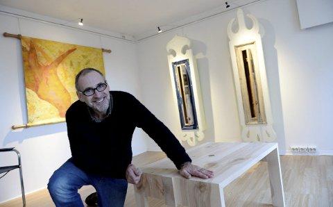 HÅNDVERK: Til daglig underviser han i kunst og håndverksfag på Universitetet i Sør-Øst Norge. Nå er Tollef Thorsnes antatt på det nye Nasjonalmuseets åpningsutstilling – med to verk. Bildet er tatt i en annen anledning.