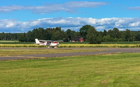 TURFLYGING: Jarlsberg luftsportsenter har fått ja fra Luftfartstilsynet om å endre de nye konsesjonsreglene slik at turflyging blir tillatt utenom de fastsatte åpningstidene. Turflygingen er en liten del av aktiviteten på Jarlsberg.
