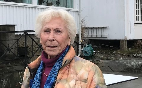 FOLK TAR IKKE HENSYN: Unni Hanson vil ikke ha noe av at folk går over verken andres eller hennes egen eiendom. At den ligger ved kysten spiller ingen rolle.