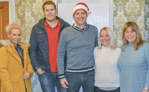 Juletrefest: Det er først og fremst takket være denne gjengen at det blir juletrefest på rådhuset lørdag 29. desember. Fra venstre - Elise Jensen, Torben Thorbjørnsen, Eckhard Graune, Tina Linn Nilssen og Siri Fossing.Privat foto