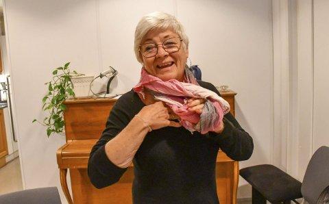 May britt Lunde: Her er hun nettopp ferdig med et forhandlingsmøte med Høyre tirsdag ettermiddag, og på vei til et møte med Arbeiderpartiets kommunestyregruppe. Senere på kvelden aksepterte hun og de øvrige i forhandlingsutvalget avtalen med Høyre.