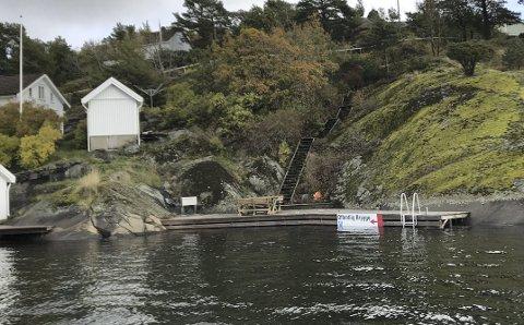 Borøya: Pilitikerne vedtok i fjor at denne brygga skal ligge slik som den gjør, og at størstedelen skal kunne brukes av allmennheten. det har hytteeierne som utvidet brygga uten å søke klaget på. Arkivfoto