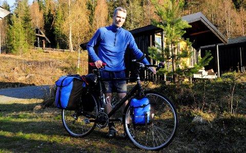 Lindesnes-Nordkapp: Anders Meyer syklar frå Lindesnes til Nordkapp for ente gong. Etter ei veke på sykkelsetet tok han seg ei fortent pause i Valdres.
