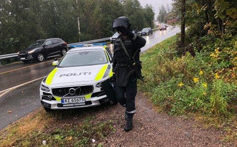 TUNGTBEVÆPNET:Fraavslutninga av aksjonen på Slattum.