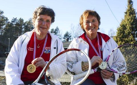 MESTERSKAP: Inger Myrvold og Nelly Jacobsen med ferske veteranmesterskap på samvittigheten. Tennisduoen fra Son blir bedre og bedre. Foto: per rødahl