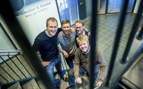 IFokus: Avdelingsleder attføring Kjetil Henrik Kristiansen (til venstre), avdelingsleder attføring Terje Levinsen, HR-sjef Jon Anders Næss og daglig leder Hans-Jørgen Johnsen (foran) vil bli best på bedriftskultur.